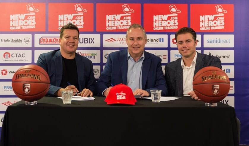 Bob van Oosterhout (Eigenaar New Heroes Basketball), Erwin Vos (Manager Marketing & Communicatie CSU) en Joost Boelens (Manager Commerciële Zaken CSU).