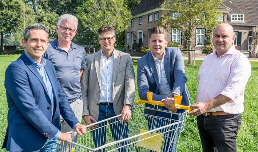 V.l.n.r.: Joop Bosmans (Jumbo Bosmans Cuijk), Ton Walraven (Jumbo Boxmeer), Peter van Kuppeveld (Jumbo van Kuppeveld Grave), Jan Verbeeten (Plus Verbeeten Overloon) en Luc van de Ven (Albert Heijn Mill).