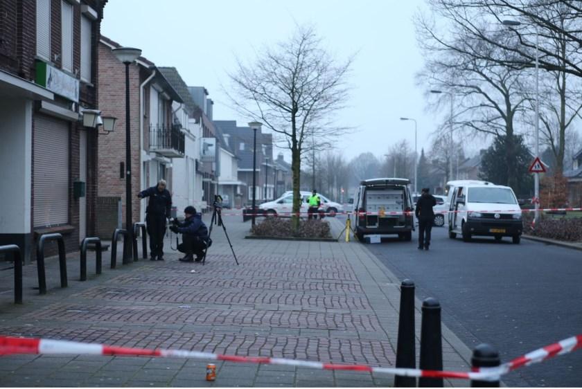 Pand coffeeshop in Oss beschoten; niemand gewond geraakt. (Foto: Maickel Keijzers / Hendriks Multimedia)