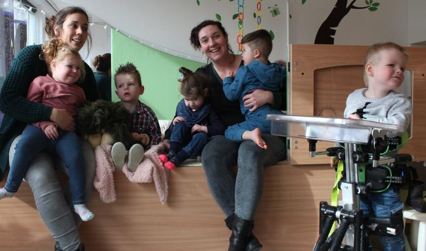 De begeleiders en kinderen van Stichting Lotta.