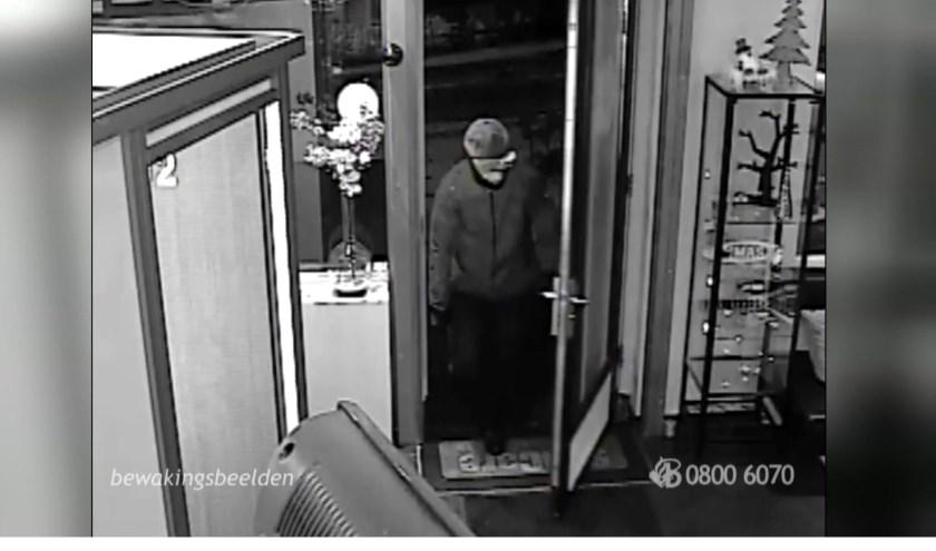 Foto van overvaller in Oss. www.politie.nl