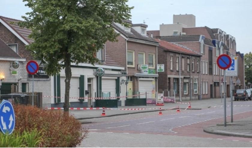 De politie deed onderzoek na een explosie bij een horecapand aan de Berghemseweg ( Foto's : Maickel Keijzers / Hendriks Multimedia )