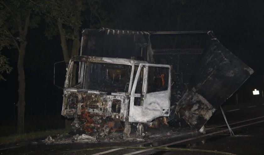 Vrachtwagen uitgebrand in Well.