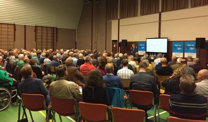 De bijeenkomst van de Graafse oppositiepartijen in Gassel werd woensdagavond druk bezocht.