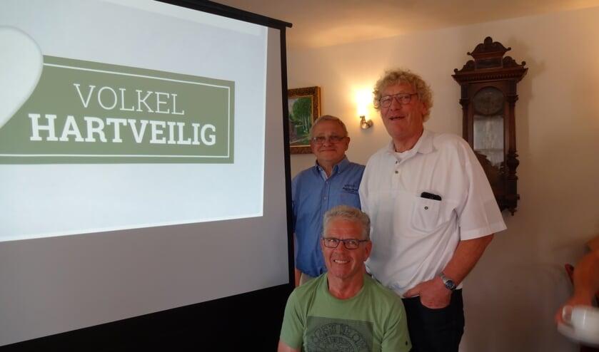Volkel Hartveilig: bestuursleden Peter Pennings en Martin van Hoeij en initiatiefnemer Jan Coppens. (foto: Ankh van Burk)