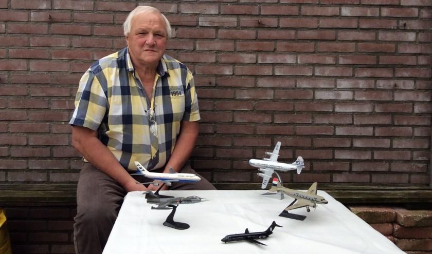Dit keer exposeert de 72-jarige Teun uit Geldermalsen zijn verzameling luchtvaart.