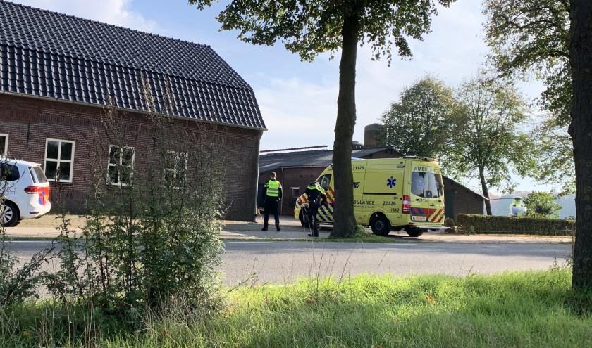 Politie onderzoekt incident met gewonde wielrenner en mogelijke doorrijder in Langenboom.