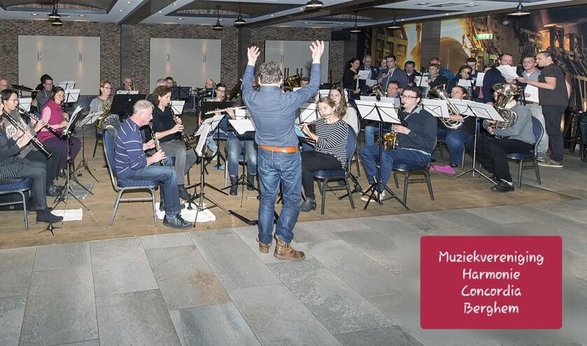 Muziekvereniging Harmonie Concordia aan het repeteren. (Foto: Bert van Berkum)