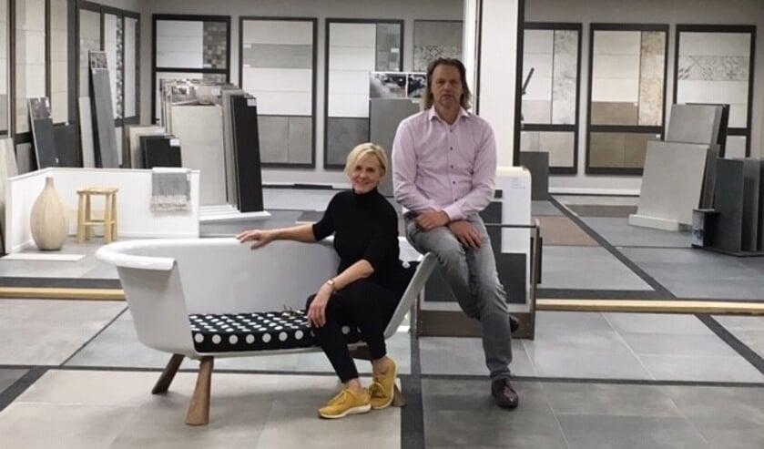 Marina en Marc den Otter in hun ruime showroom aan de Deken Pompenstraat 46 in Empel.