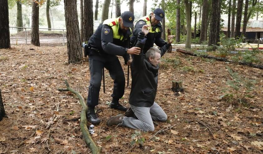 Mobiele Eenheden van de politie Den Haag en Rotterdam oefenen op drie locaties in de gemeente Sint Anthonis.
