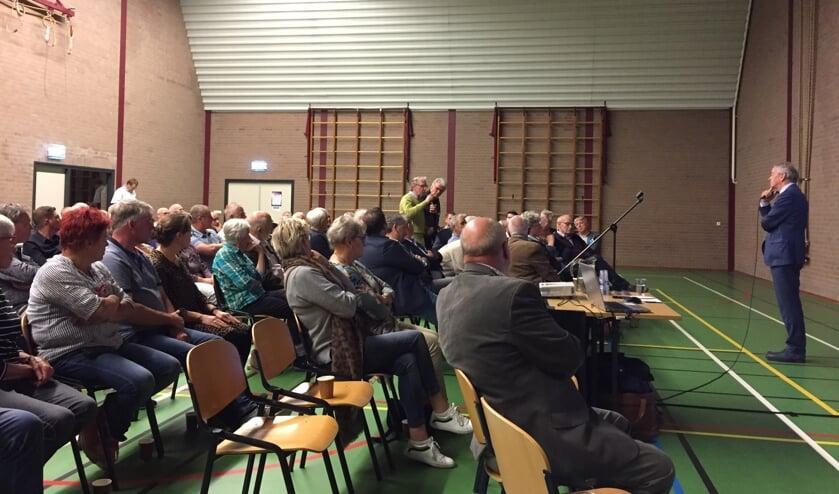 In Grave is de politiek verdeeld over herindelen. De oppositie wil één Land van Cuijk en mobiliseerde afgelopen woensdag voorstanders op een bijeenkomst in Gassel.