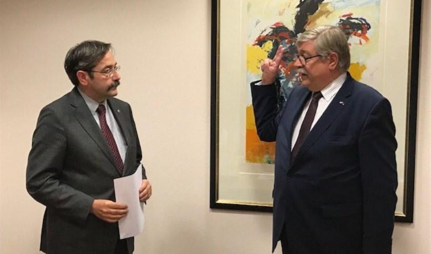 Willibrord van Beek (rechts) is benoemd tot waarnemend burgemeester van de gemeente Gennep.