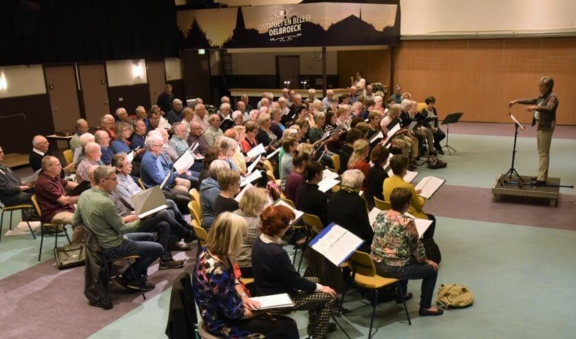 Drie koren geven één gezamenlijk concert in de Sint Petrusbasiliek in Boxmeer.