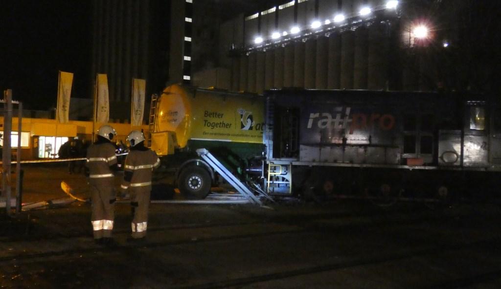 Botsing goederentrein en vrachtwagen op Waalkade. (Foto: Thomas)  © 112 Brabantnieuws