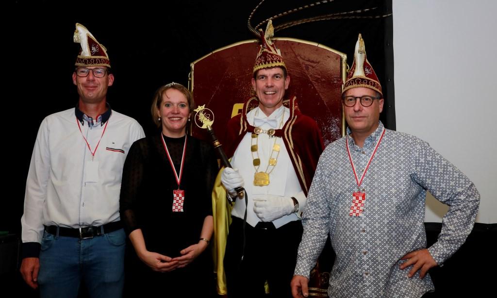 Prins Rudolf, Prinses Janneke en de adjudanten Wouter en Alwin van CV De Bokkerijers in Beers. (foto: Ronny Theunissen)  © Kliknieuws De Maas Driehoek