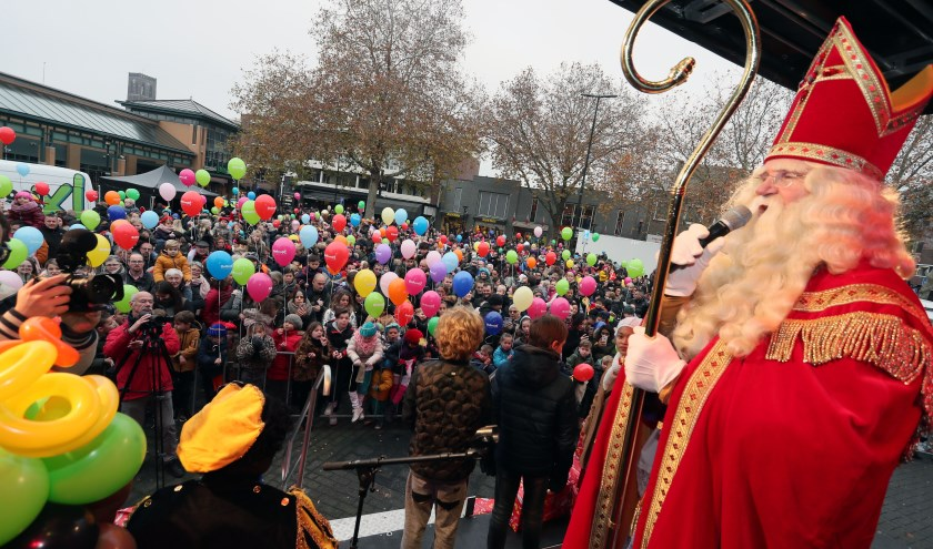 Sinterklaas in het Osse centrum. (Foto: Hans van der Poel)