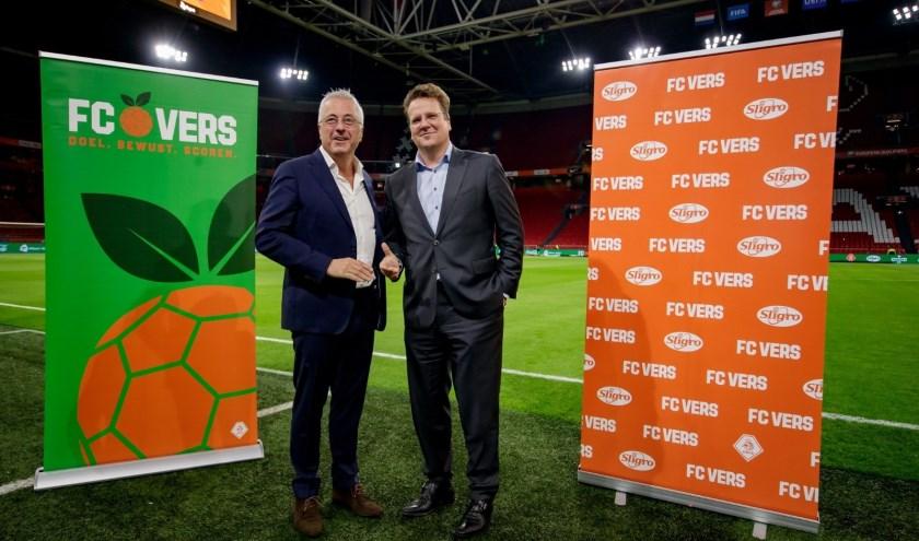 Jean Paul Decossaux (commercieel directeur KNVB) en Koen Slippens (CEO Sligro Food Group).