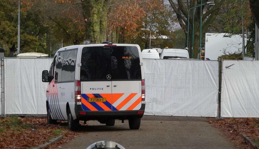 Ook vandaag volop onderzoek in de Hoogheuvelstraat in Oss. (Foto: Thomas)  © 112 Brabantnieuws