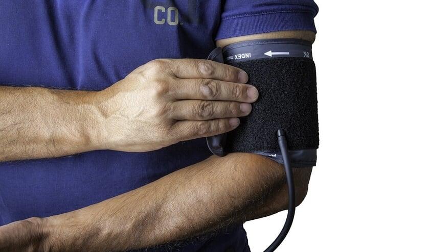 Hartstichting roept alle inwoners op regelmatig hun bloeddruk te meten.