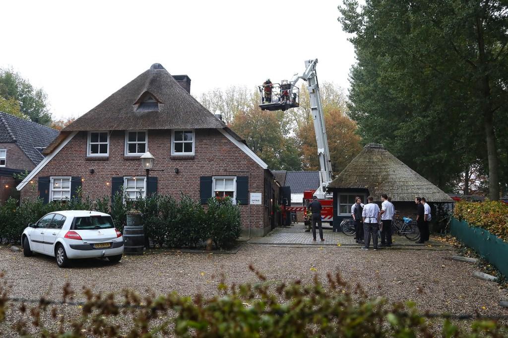 Schoorsteenbrand bij restaurant Montimar in Oss. (Foto: Gabor Heeres / Foto Mallo) Foto: Gabor Heeres © 112 Brabantnieuws