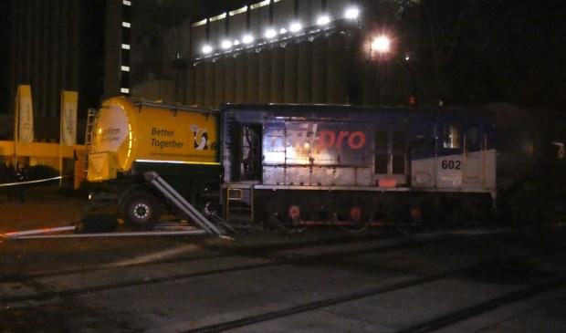Botsing goederentrein en vrachtwagen op Waalkade. (Foto: Gabor Heeres / Foto Mallo)  © 112 Brabantnieuws