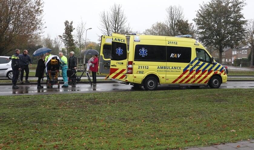 Gewonde bij ongeval op rotonde Vierhoeksingel. (Foto: Gabor Heeres / Foto Mallo)