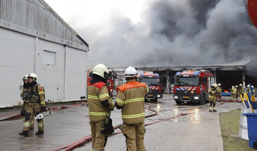 Brand bij opslag in Oeffelt is onder controle.
