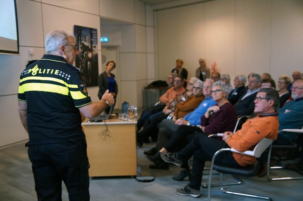 De politie sprak over veilig wonen en veilig bankieren.  © Kliknieuws Uden