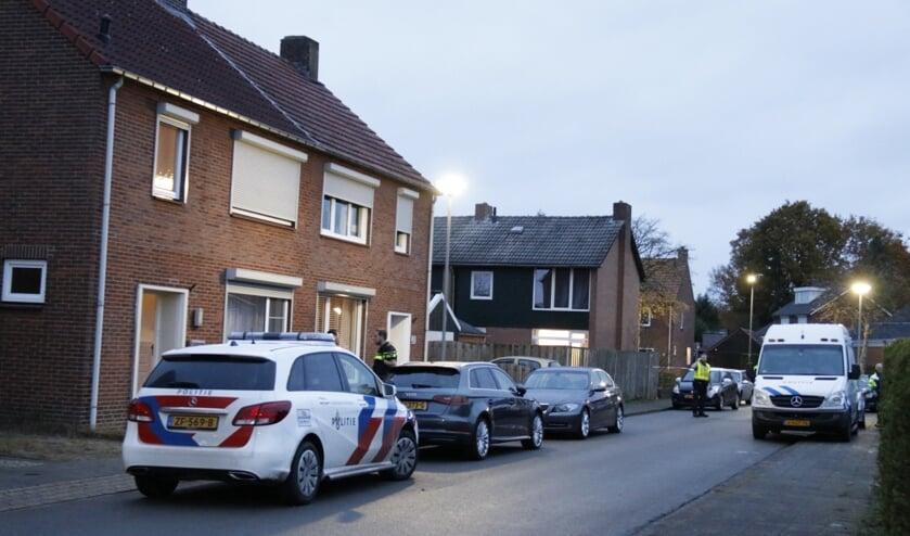 De politie verricht een moordonderzoek in een woning in Nieuw-Bergen.
