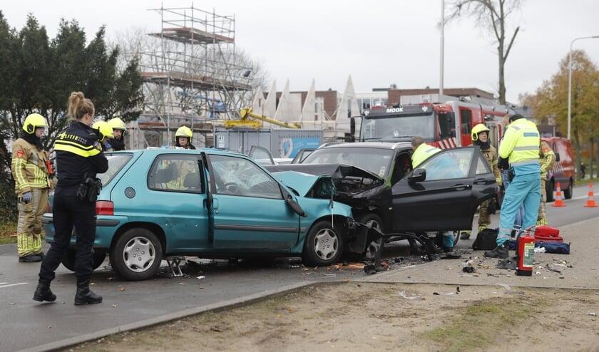 Automobilist zwaargewond bij aanrijding in Molenhoek.