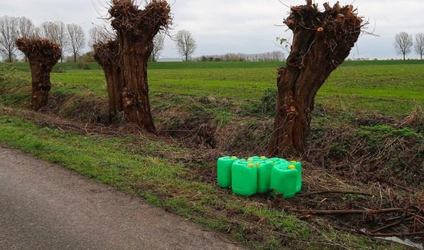 Opnieuw vaten aangetroffen in Megense Hoogduinsestraat. (Foto: Gabor Heeres / Foto Mallo)  © Kliknieuws Oss