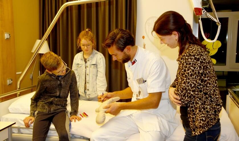 Kiwanis-poppen voor de afdeling Kind van het Maasziekenhuis Pantein in Beugen.
