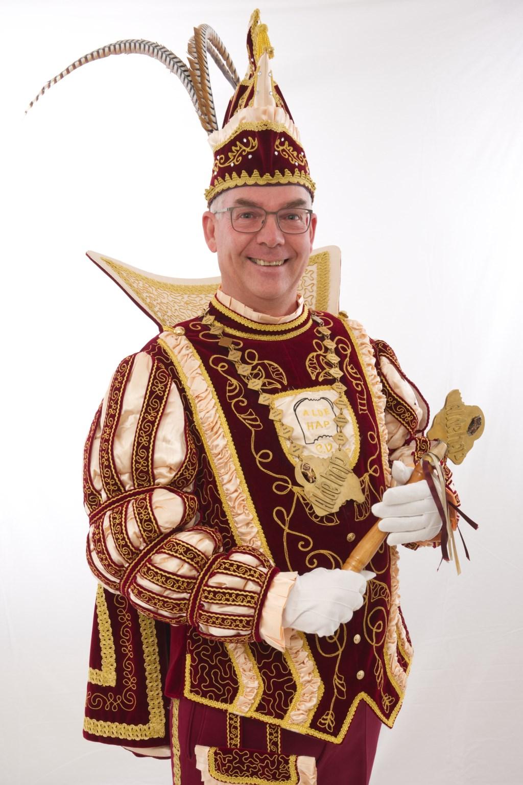 Prins Sjaak (Lucassen) d'n Tweddeis onthuld als prins Alde Hap voor het nieuwe seizoen in Mook.  © Kliknieuws De Maas Driehoek
