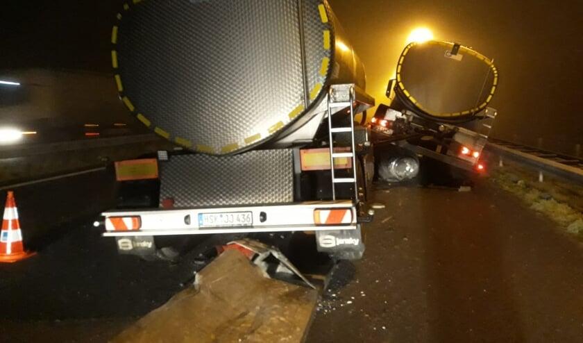 Vrachtwagen botst op wegversmalling op A77 bij Gennep