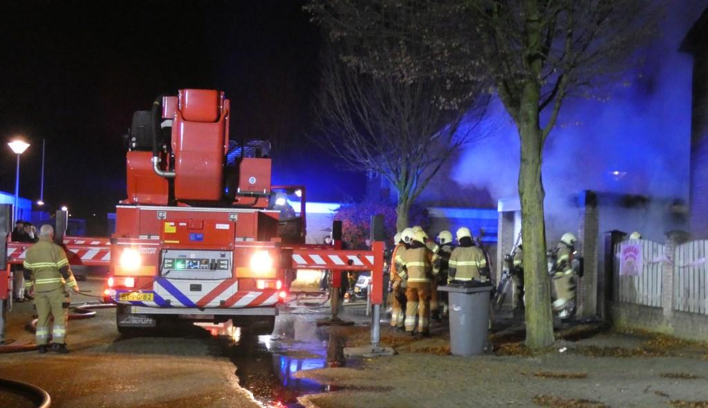 Brandweer in de Osse Staringstraat.  (Foto: Thomas)  © 112 Brabantnieuws