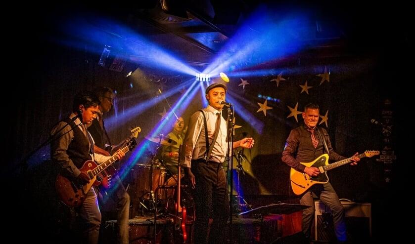 Vintage Heroes brengt niet alleen een muzikale ode, maar maakt er ook een muzikaal feestje van.