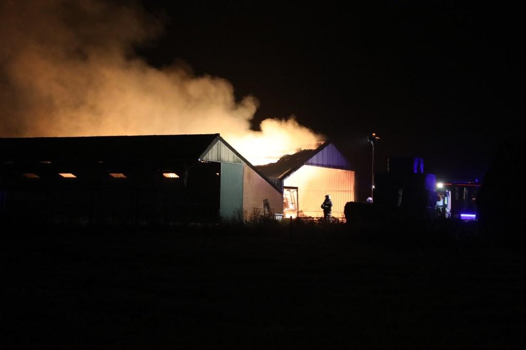 Grote brand in Deursen-Dennenburg. Foto Gabor Heeres - Foto Mallo.  © Kliknieuws Oss