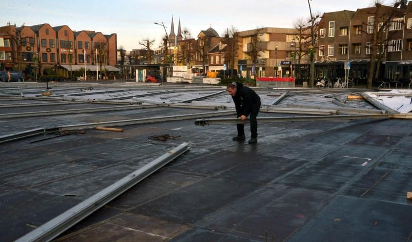 Er wordt nu nog hard gewerkt, maar vanaf komende vrijdag is Uden on ice tot en met zondag 5 januari elke dag geopend. (foto: Henk Lunenburg)