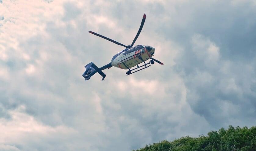 Politiehelikopter en honden zoeken vergeefs na inbreker in Vierlingsbeek.