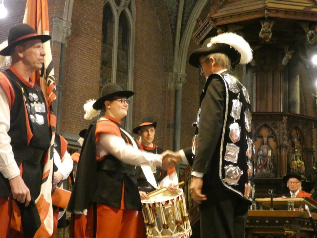 Maureen Holland is als eerste vrouwelijk lid officieel geïnstalleerd.   © Kliknieuws Veghel