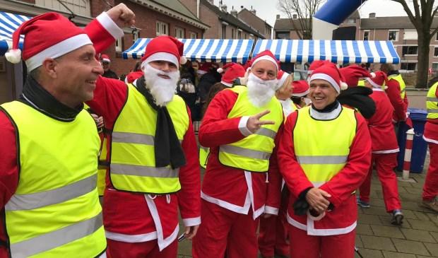 Deelnemers aan de Santa Run in Oss. (Foto: René Peters)  © Kliknieuws Oss
