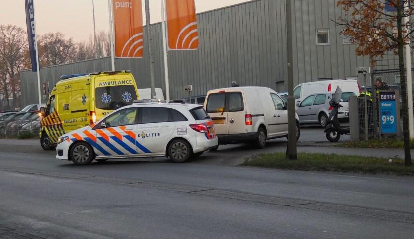 Scooterrijder gewond na ongeval op Kanaalstraat. (Foto: Gabor Heeres, Foto Mallo)