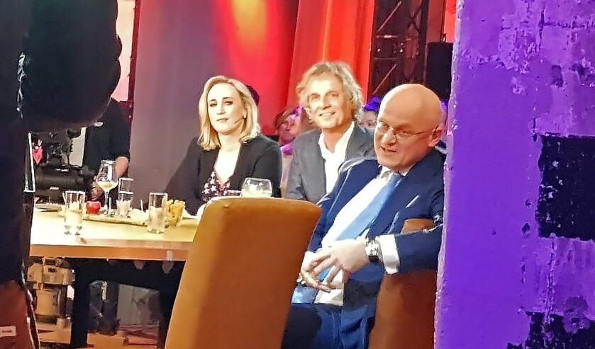 Eva Jinek, Jeroen Pauw en minister Grapperhaus luisteren naar Martijn Koning