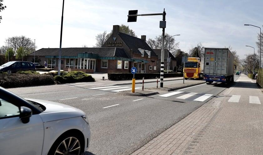 Aanwonenden van de N264 in Sint Hubert klagen over overlast. (foto: SK-Media)