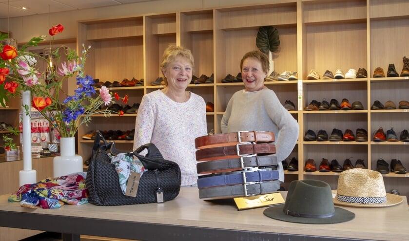 Jeanne van der Aa-Vervoort en Franca van Bentum-Vervoort (Foto: Ad van de Graaf).