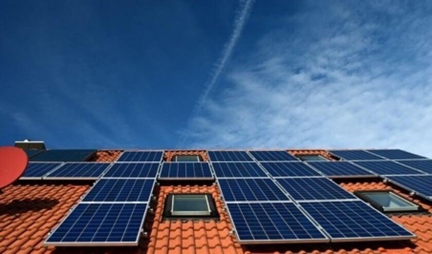 <p>Zonnepanelen besparen veel energie</p>