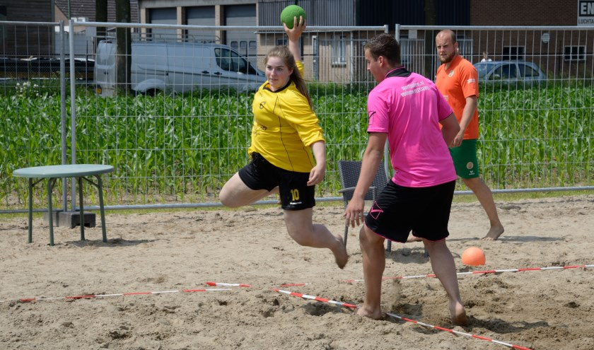 Beachhandbal in Berghem.