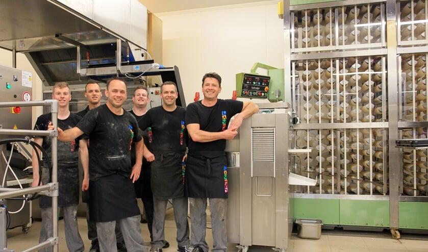 Aan het werk in de nieuwe bakkerij van De Bakkers Lamers in Heesch.