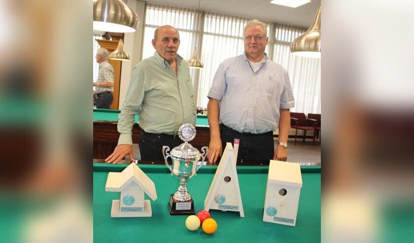 Prijzenpakkers Henk Bens en Jan Arts. Op de foto mist Theo de Loyer.