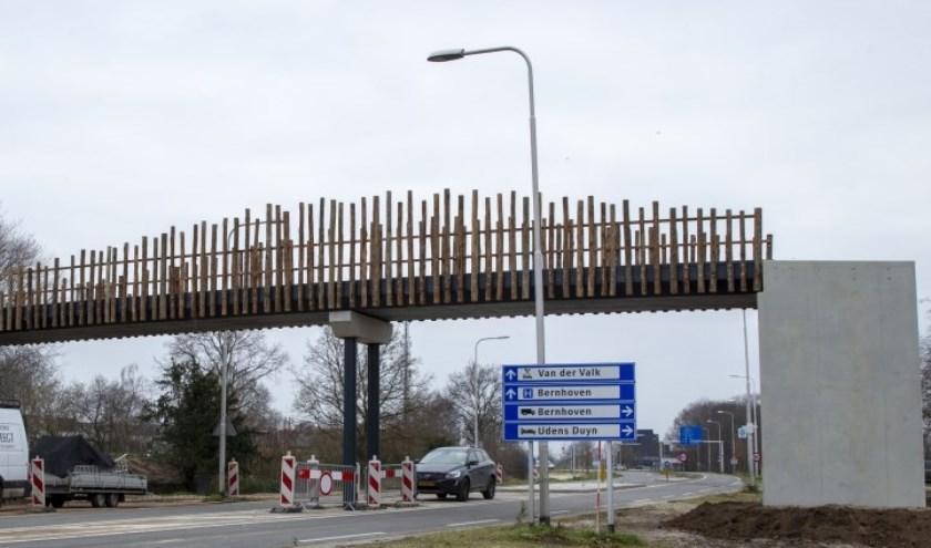 De brug waar de steen vanaf werd gegooid